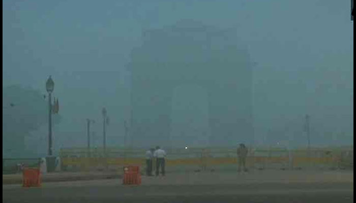 winters, Delhi, increasing pollution,layer of smog ,visibility, Air Quality Index, hazardous