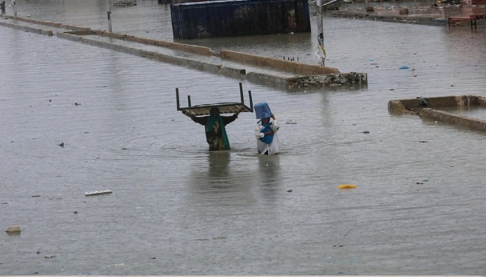 200 pakistani died due to flood from heavy rain
