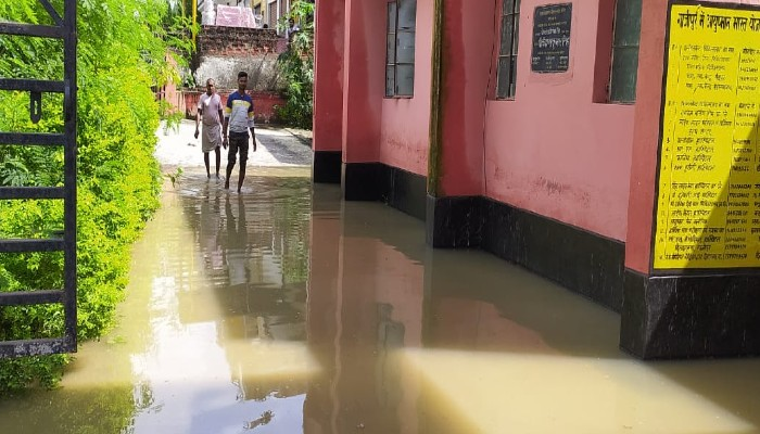 Ghazipur Community Health Center drowned in rainwater patients facing problem