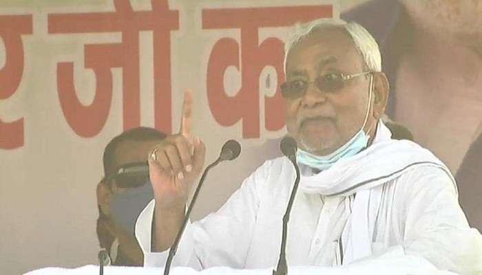 Bihar Election 2020 Nitish Kumar angry as crowd Chants Lalu Zindabad in rally chandrika rai