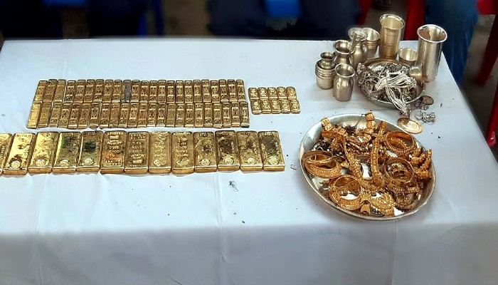 Bihar election raxaul BJP candidate pramod sinha brother raid 23-kg-gold-seized