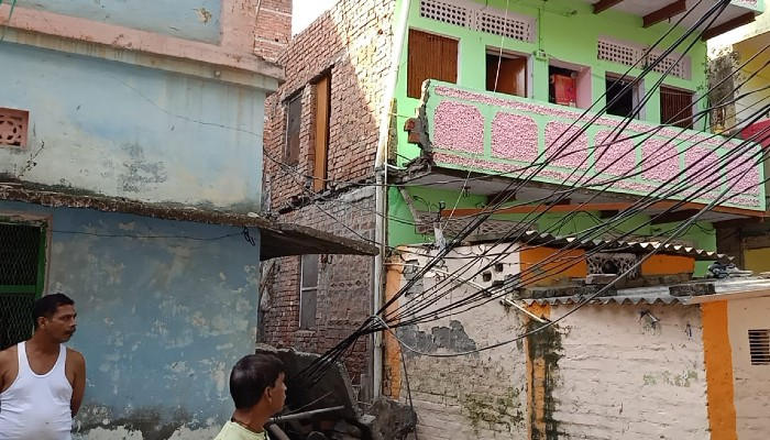 Varanasi under construction houses-visor-collapsed many workers injured
