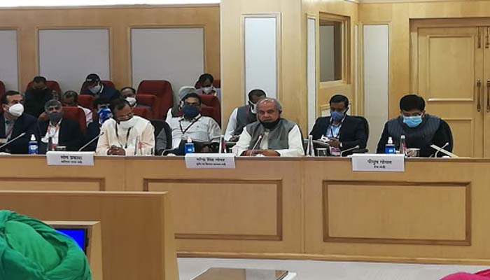 government and farmer meeting