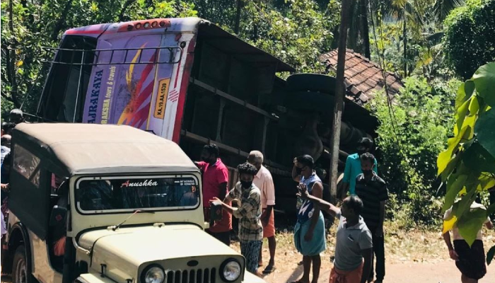 kerala Bus Accident collided into house in rajapuram 6 of wedding party killed 40 injured